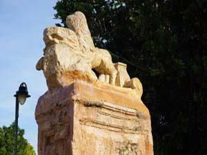 Escultura de entrada al Malecón, un rincón para perderse en la Murcia más tradicional